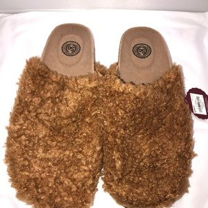 SO Ladies Fuzzy Slippers size L(9/10)